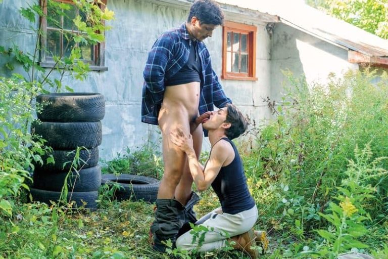 Outdoors-muscle-stud-Rocky-Vallarta-huge-bare-dick-fucking-hot-young-Edward-Terrant-tight-hole-001-gay-porn-pics