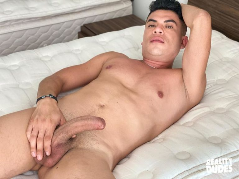 Reality-Dudes-Saul-first-time-sucking-cock-virgin-ass-barefucked-huge-dick-0-image-gay-porn