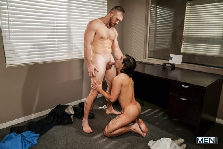 Men-sexy-young-hottie-Ty-Mitchell-bare-ass-raw-fucked-police-man-Paul-Wagner-huge-dick-0-image-gay-porn-1